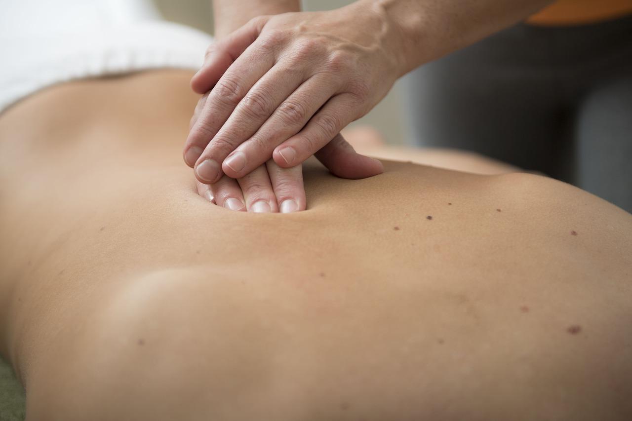 La table de massage, un outil qui perfectionne votre massage